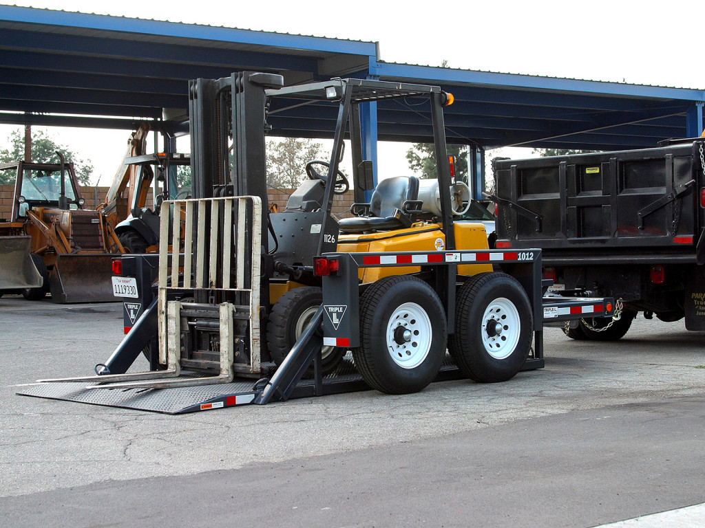 JLG Flatbed Trailers 1012
